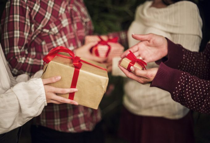 10 free Christmas gifts